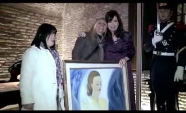 """ARBIA y """"Pinceladas al Corazón"""" obsequiaron un cuadro de Eva Perón a la"""