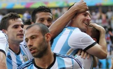 Sobre la hora y con golazo de Messi, Argentina ganó y entró a octavos