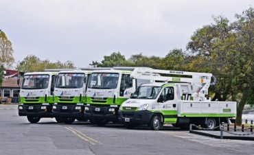 Nuevos vehículos se suman a la flota municipal: 3 volcadores y una hidro-grúa