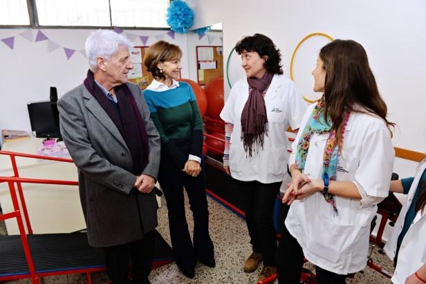 El Municipio de San Fernando entregó 28 estufas y mobiliario en 7 colegios más