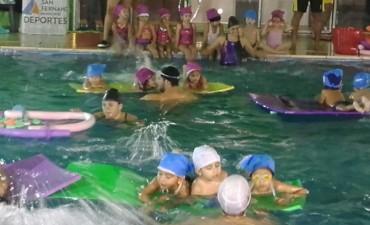 Encuentros de natación infantil en las piletas de los Polideportivos de San Fernando