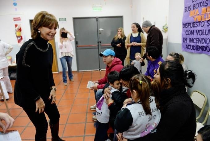 San Fernando entregó Libretas Odontológicas a familias de la UDI Virgen de Luján