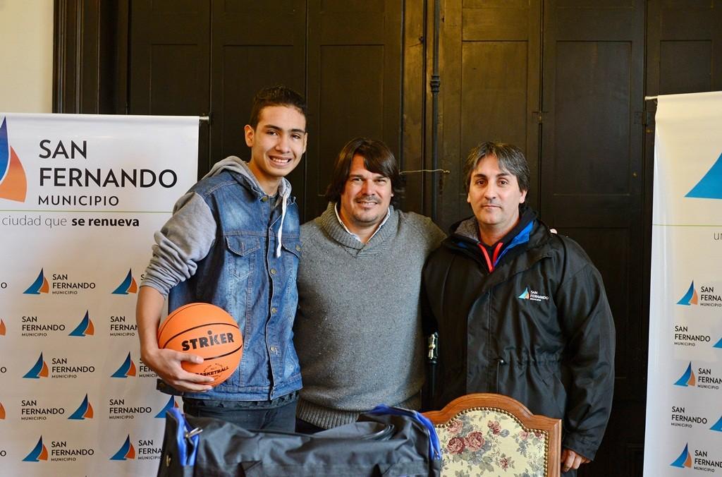 San Fernando distinguió al basquetbolista juvenil Santiago Coronel