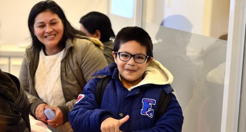 Más chicos ya tiene sus anteojos nuevos con el Programa de Salud Escolar de San Fernando