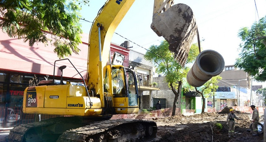 San Fernando realiza una importante obra hidráulica y de pavimento en la calle 3 de Febrero