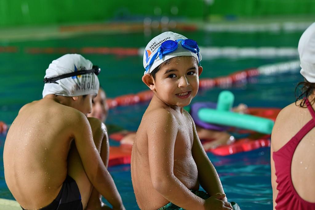 Gran Encuentro de Natación para chicos en los Polideportivos Municipales