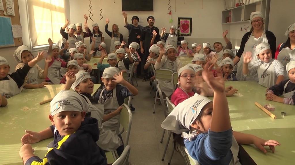 Los chicos de los CEIM N° 4 cocinaron deliciosas galletitas en la Escuela de Oficios de San Fernando