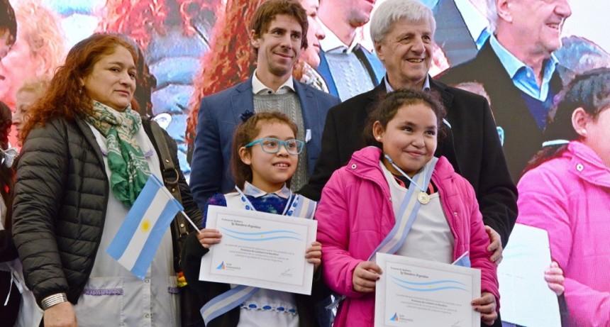 Luis Andreotti encabezó la Promesa a la Bandera con más de 3 mil de alumnos