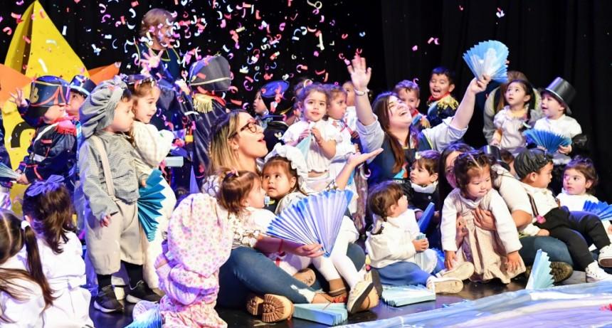 Andreotti participó del acto de los Jardines Maternales Municipales por el Día de la Bandera