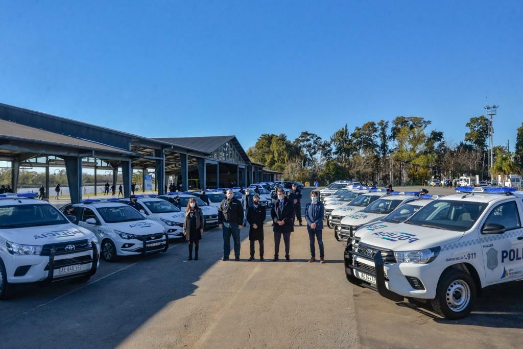 Andreotti, Kicillof, Massa y Berni presentaron 27 móviles 0km para la policía de San Fernando
