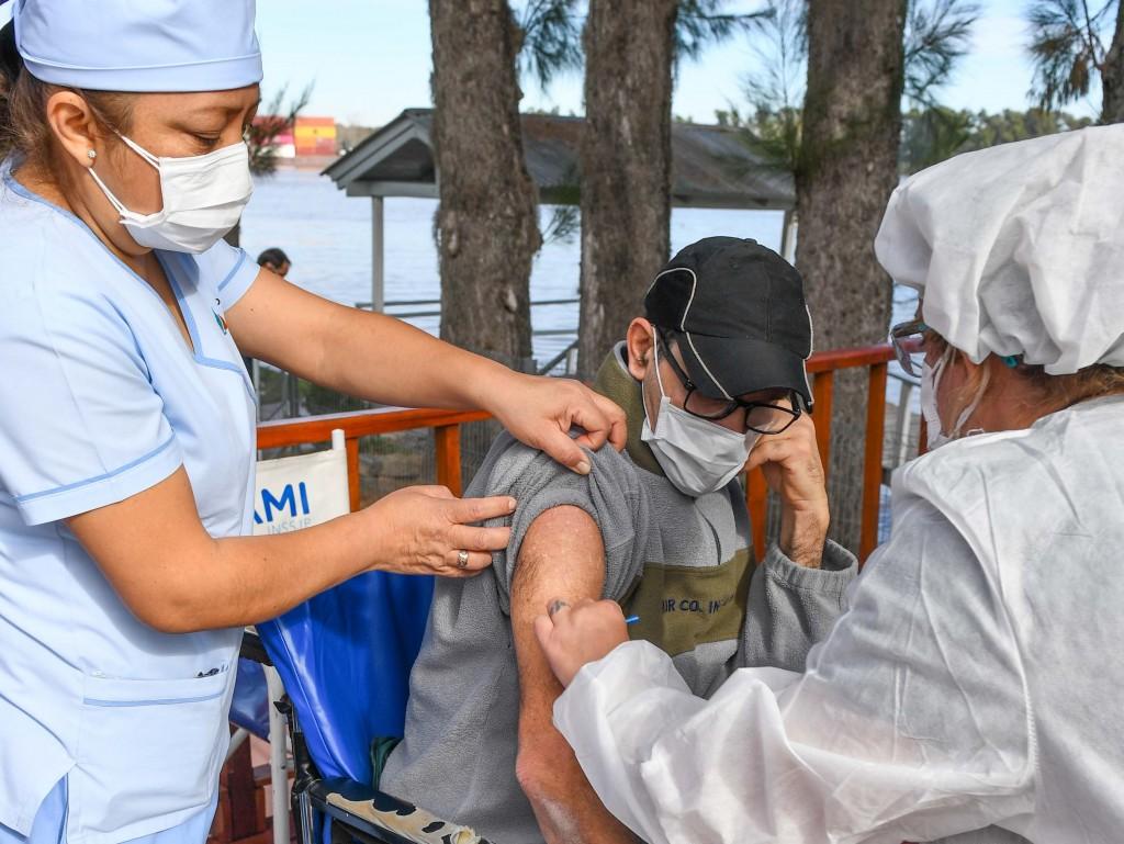 San Fernando y PAMI aplicaron la segunda dosis contra el coronavirus a los adultos mayores del Hospital de Islas ´Do Porto´