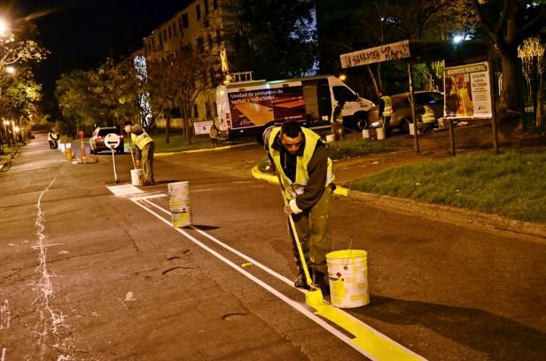 El Municipio realiza Trabajos de Pintura Vial sobre la calle Carlos Casares