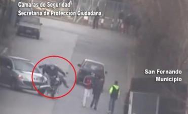 San Fernando: espectacular choque de una moto contra un auto captado por las Cámaras de Seguridad