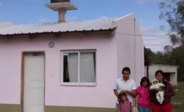 FAMILIAS DE ISLA DE CAAS ACCEDEN A SU PRIMERA VIVIENDA