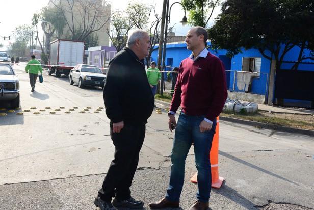 El Municipio repara calles de Virreyes dañadas por AySA y denuncia a la empresa