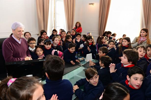 Luis Andreotti acompañó a alumnos de una escuela en una visita al Palacio Municipal