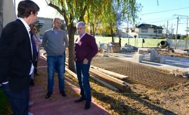 Luis Andreotti recorrió las obras de renovación de la plaza del barrio Aviación