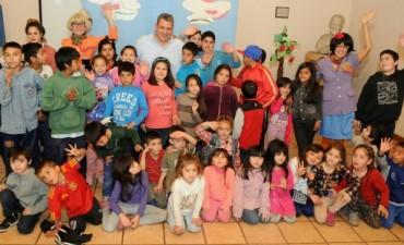 """Gustavo Aguilera: """"Los niños deben crecer con educación, salud, tienen que poder jugar y divertirse"""""""