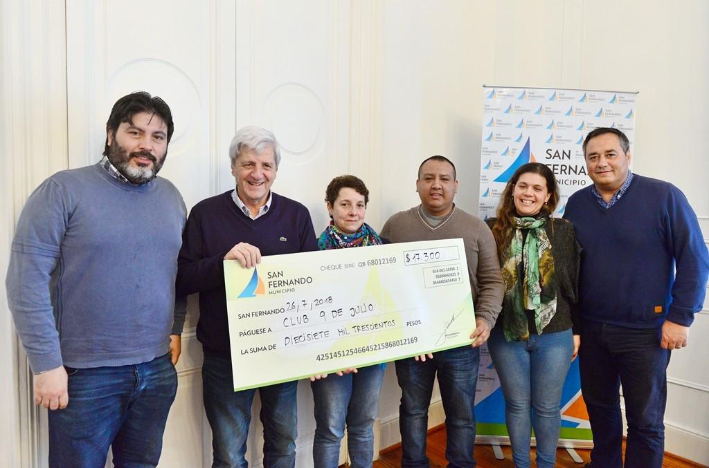 Andreotti entregó una ayuda económica al Club 9 de Julio de Paraná Miní