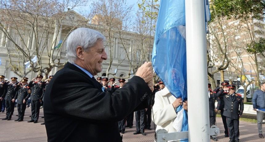 Luis Andreotti encabezó junto a vecinos el festejo por el Día de la Independencia