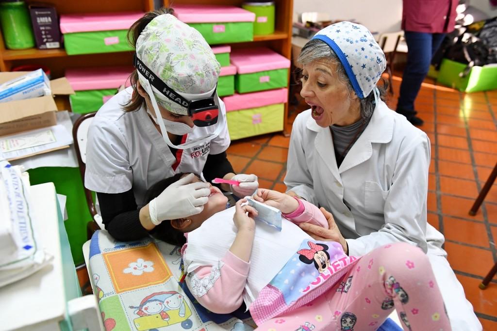 Los chicos de los Jardines Maternales Municipales de San Fernando reciben controles odontológicos