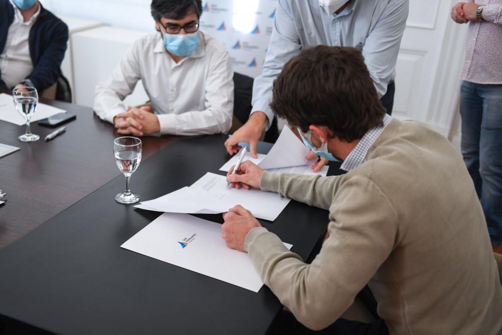 Juan Andreotti firmó convenios con PAMI por la entrega de vacunas antigripales