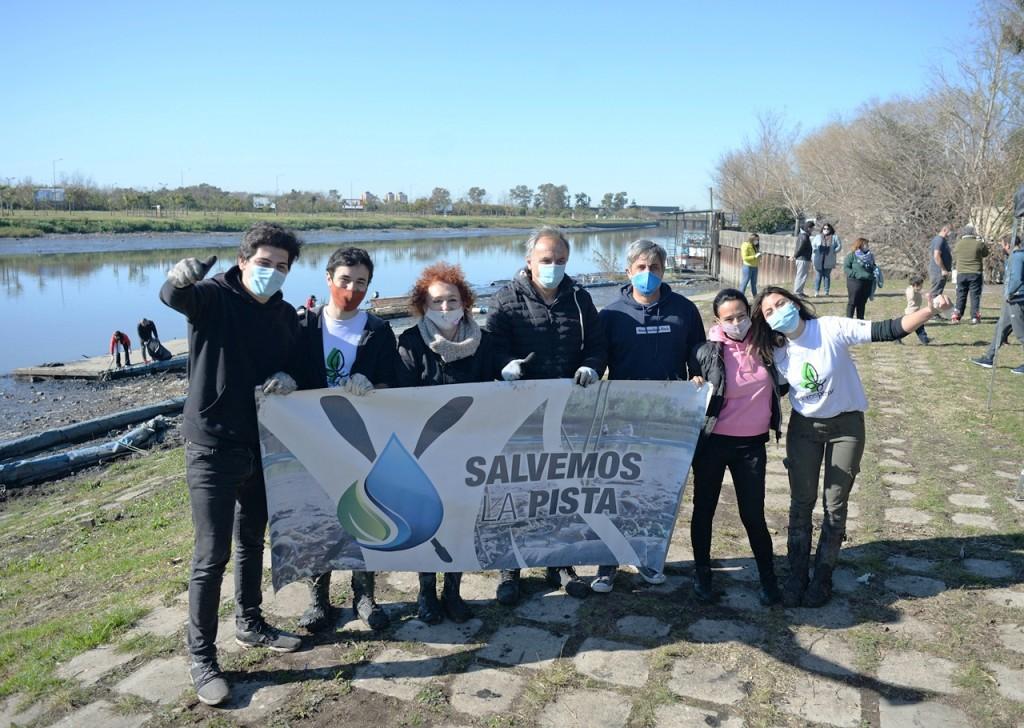 Prosperar, AySA y concejales del FR TODOS Tigre realizaron una nueva jornada de limpieza de la Pista Nacional de Remo de Tigre
