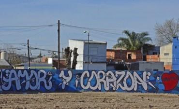 """El grupo de muralistas de San Fernando """"Click""""  intervino el paredón del Jardín N° 933"""