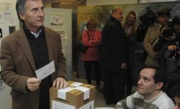 Mauricio Macri ayer estuvo con el rector de la UBA, Alberto Barbieri, en