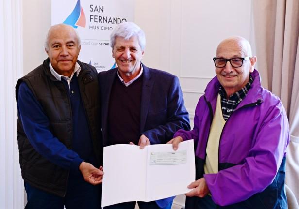 Andreotti entregó apoyos económicos a instituciones intermedias de San Fernando
