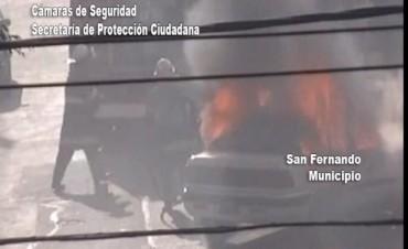 Las Cámaras de Seguridad de San Fernando detectaron el incendio de un auto