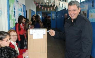 """Votó Gustavo Aguilera en San Fernando: """"Estamos tranquilos y contentos con el trabajo realizado"""""""