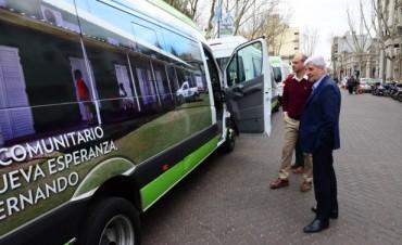 Andreotti presentó un nuevo minibús para las áreas de Educación, Cultura y Contención Social