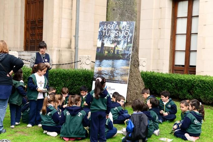 Alumnos sanfernandinos visitaron la muestra de 'Caperucita y el Lobo'