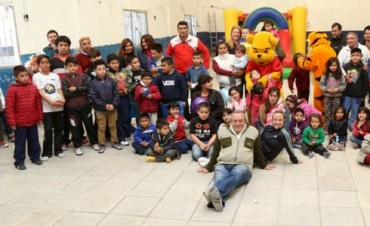 Passo y la Agrupación Lealtad celebraron el día del niño en Tigre