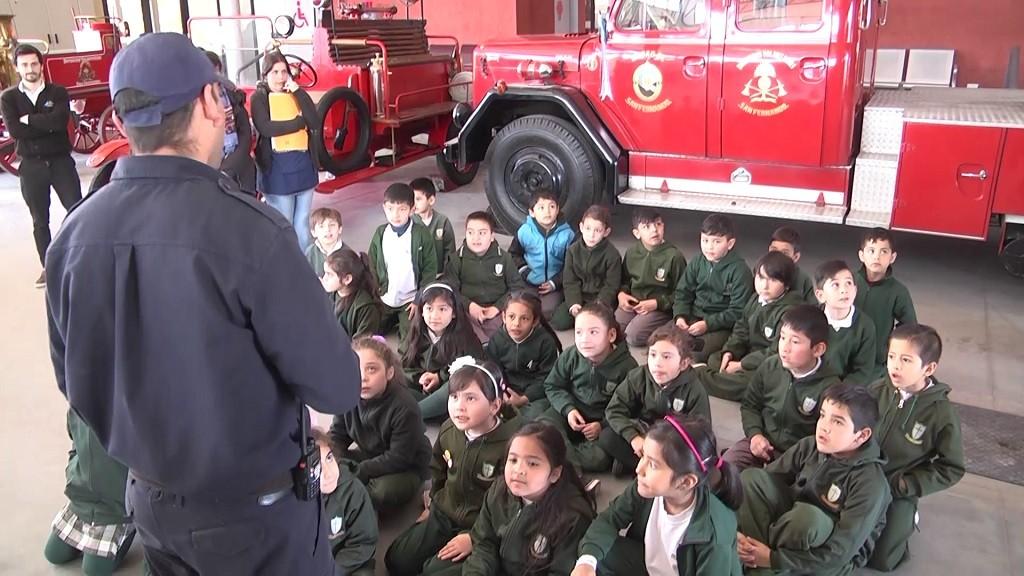 Alumnos del colegio San Pablo visitaron el nuevo Cuartel de Bomberos de San Fernando