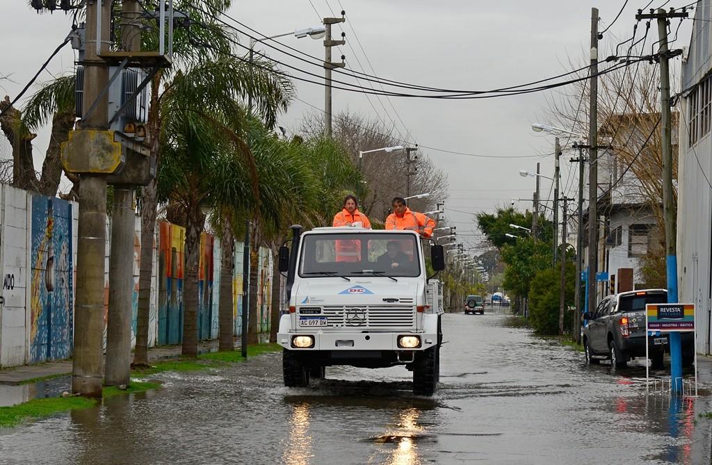 El COEM de San Fernando sostuvo tareas preventivas por la crecida del Río de la Plata