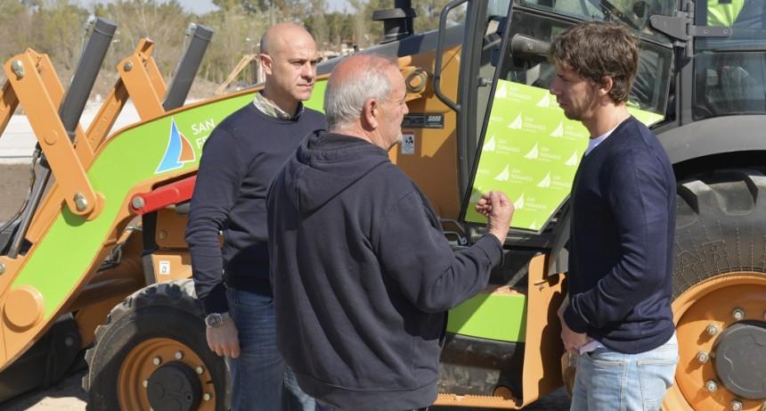Andreotti presentó una retro excavadora a la flota municipal