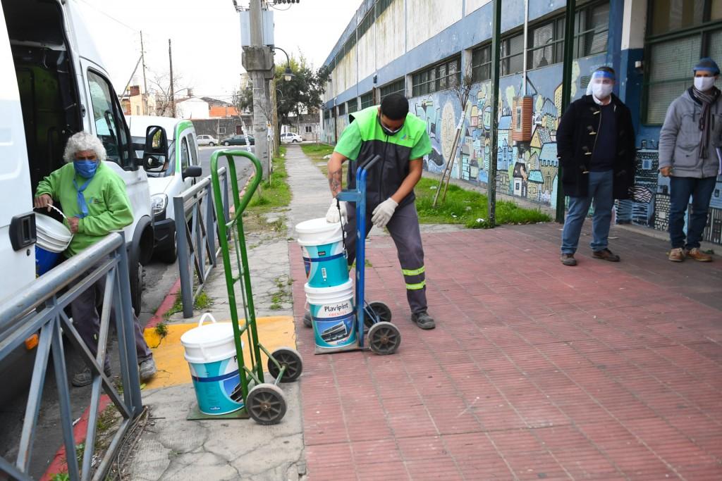 El Municipio de San Fernando colabora con la pintura de 10 Escuelas