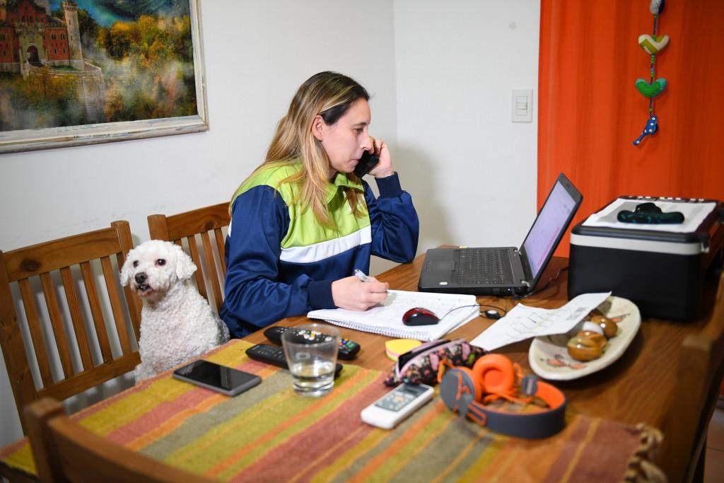 Profesores de deportes del Municipio asisten y contienen telefónicamente a vecinos con coronavirus