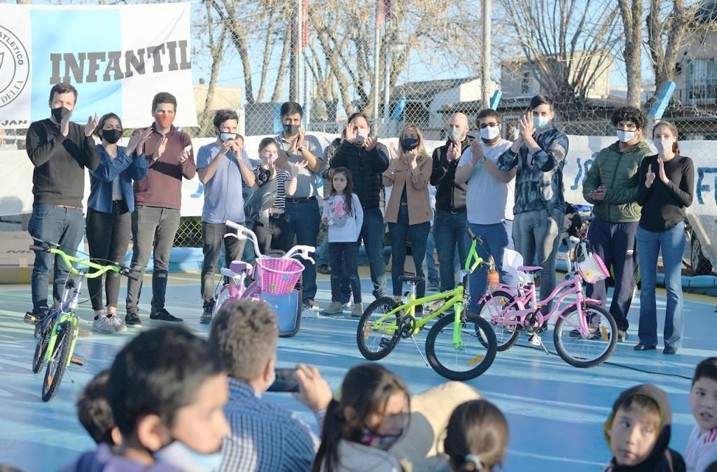 Malena Galmarini junto a concejales del Frente de Todos de Tigre participó de varios festejos del Mes de las Niñez