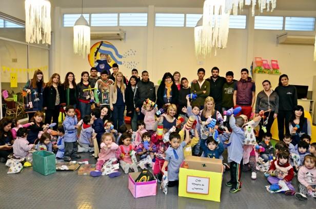 Jóvenes del Programa Sumate les regalaron juguetes a los chicos de la UDI de Villa del Carmen