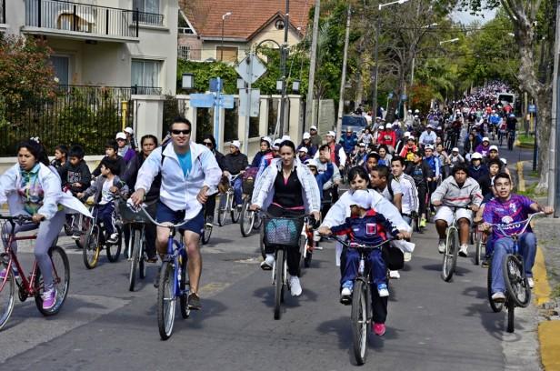 """Más de 5 mil vecinos participaron de la """"Bicicleteada Familiar 2014"""