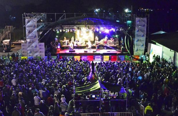 """""""Los Pericos"""" brillaron en San Fernando, en una amplia jornada primaveral disfrutada por 20.000 personas"""