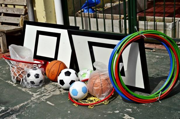 El Municipio terminó de colocar el nuevo piso de goma y entregó material  deportivo a la Escuela Especial N° 503 1d23ba57878da