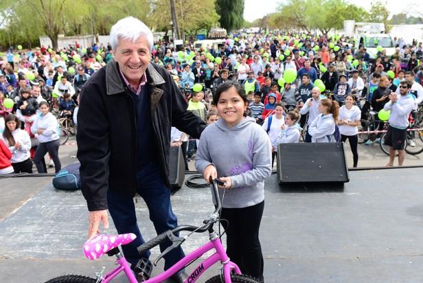 Cinco mil vecinos participaron de una divertida bicicleteada familiar