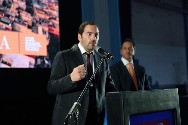 Daniel Scioli y Matías Molle entregaron 319 escrituras en San Fernando.
