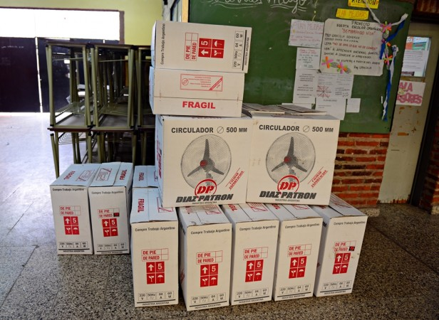 El Municipio de San Fernando entregó nuevo mobiliario a la Escuela Secundaria N° 2