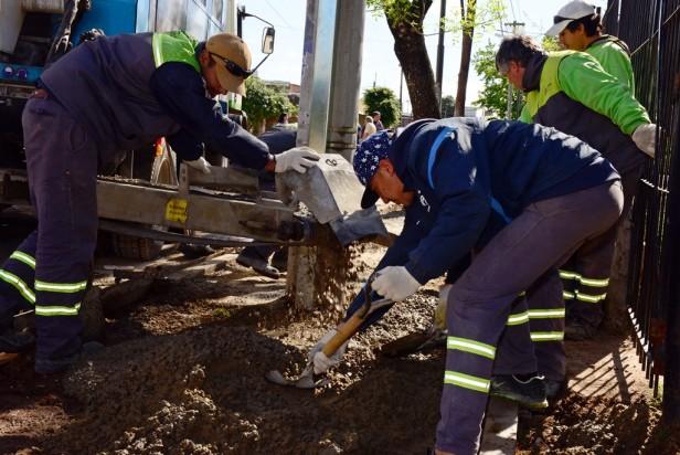 San Fernando trabaja en el arreglo de veredas y cordones en el barrio San Rafael