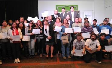 Molle y Tomada entregaron certificados de capacitación laboral en San Fernando.